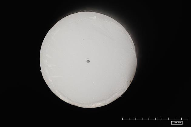 ジルコニアの押出成形品(φ3.0×φ0.1×50L)の断面部1